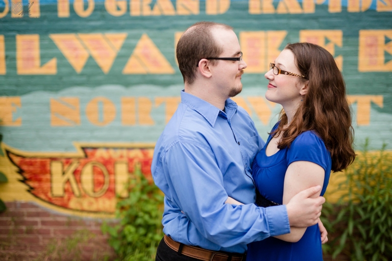 relaxed Grand Rapids engagement session at Ah-Nab-Awen park (10)