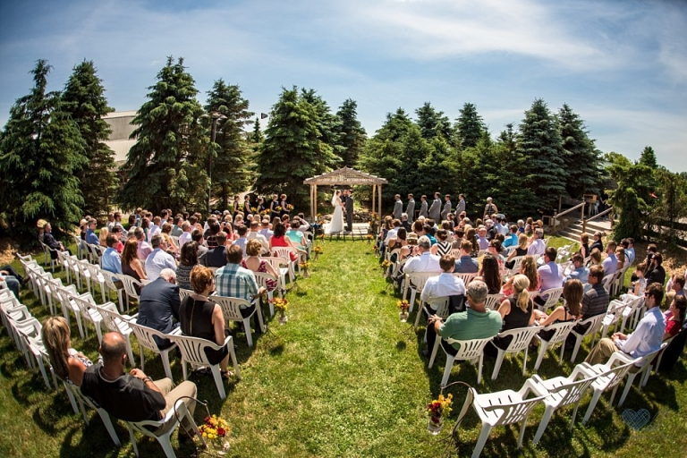Brooke And Evan Wedding Photographs At The Peacock Family Farm In Laingsburg Mi Lansing Michigan Wedding Photographer Heather Kanillopoolos