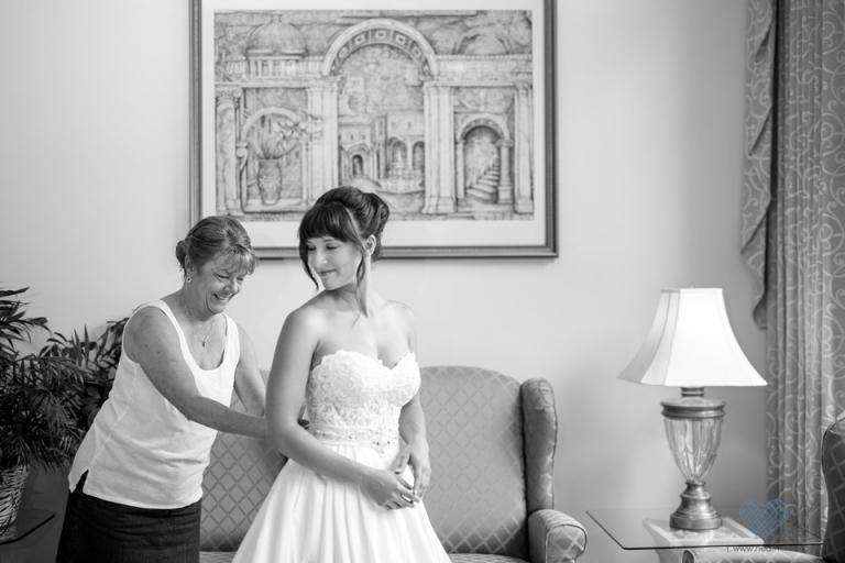 Wheatfield Inn bride getting ready room
