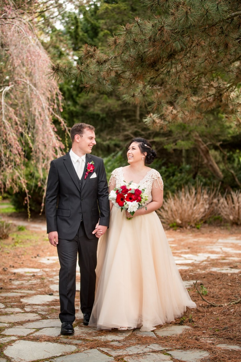 East Lansing MSU wedding photographs at the Lewis Landscape Arboretum