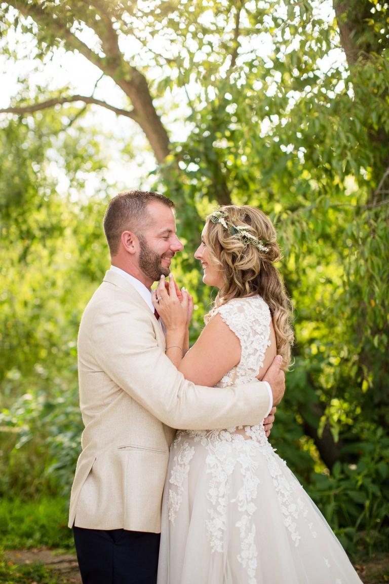 Bay Pointe Woods in Shelbyville, Michigan wedding photographs