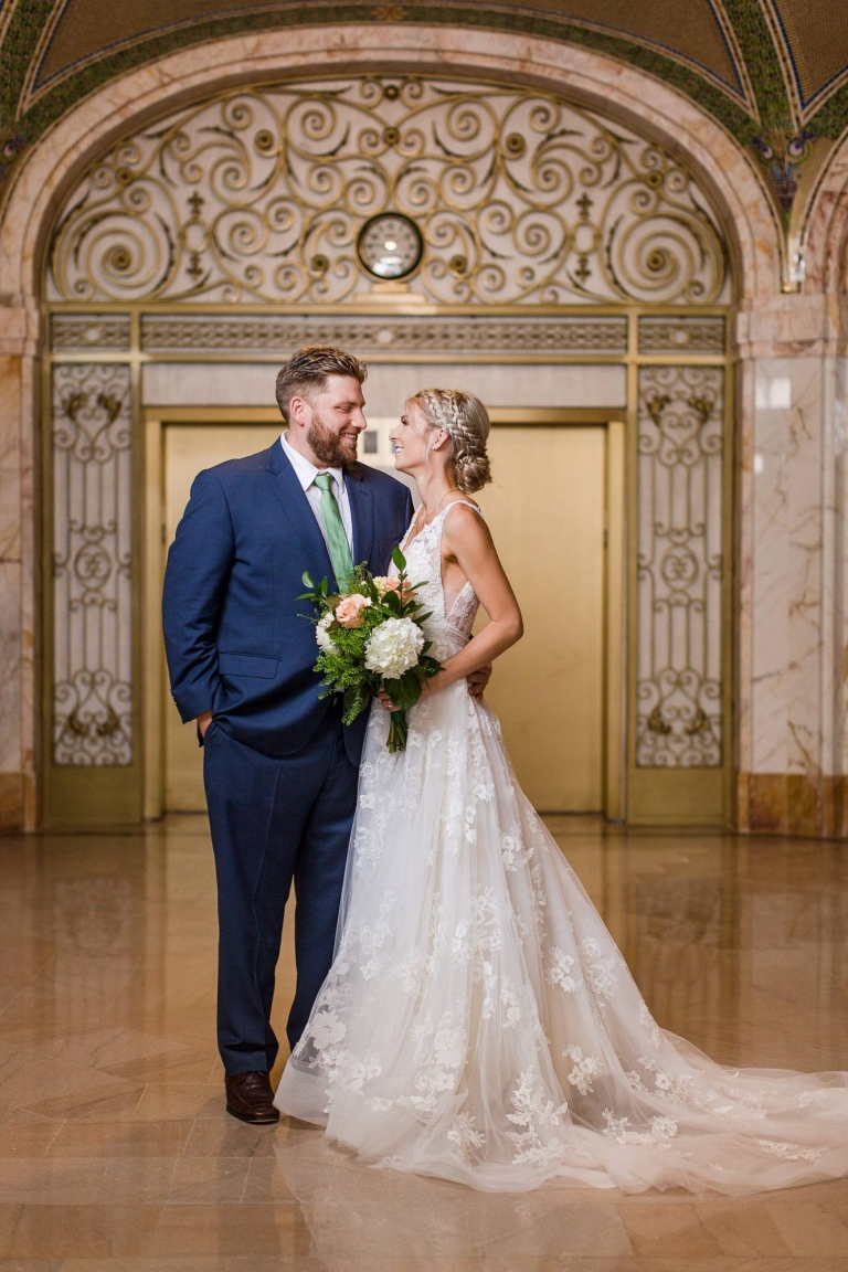 Detroit wedding photographs at the Farwell building